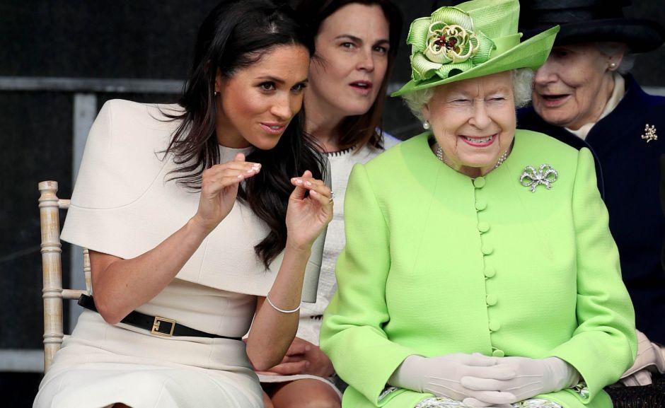 Afirman que la reina Isabel prefiere a Meghan Markle sobre Kate Middleton