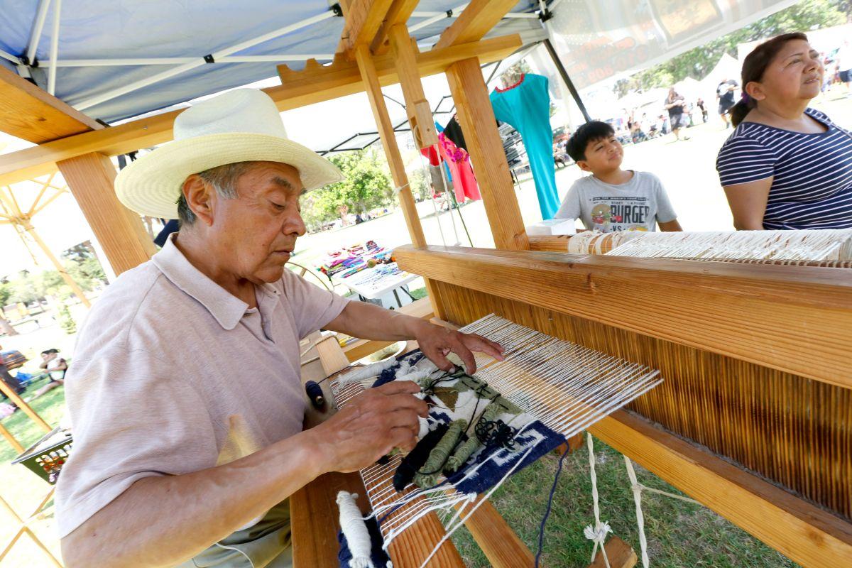 08/04/18 /LOS ANGELES/Oaxacan weaver Gelacio Mendez during Festival Guelaguetza ORO 2018 at Lincoln Park in Los Angeles.  (Aurelia Ventura/La Opinion)