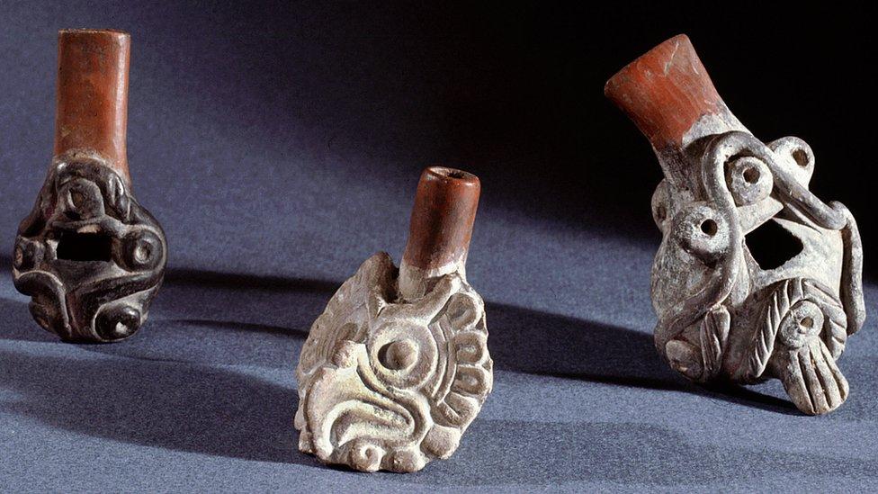"""Para qué servían los aterradores """"silbatos de la muerte"""" de la cultura azteca"""