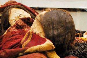 El sorprendente hallazgo de dos momias incas envueltas en trajes con veneno en Chile