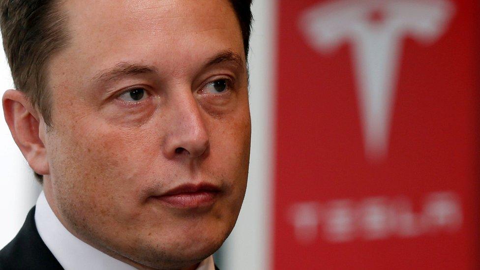 """Tesla recibió advertencia por parte del Gobierno por """"engañar"""" a los consumidores"""