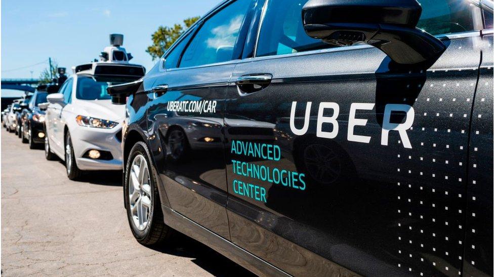 Qué busca Toyota con su alianza con Uber para desarrollar vehículos autónomos