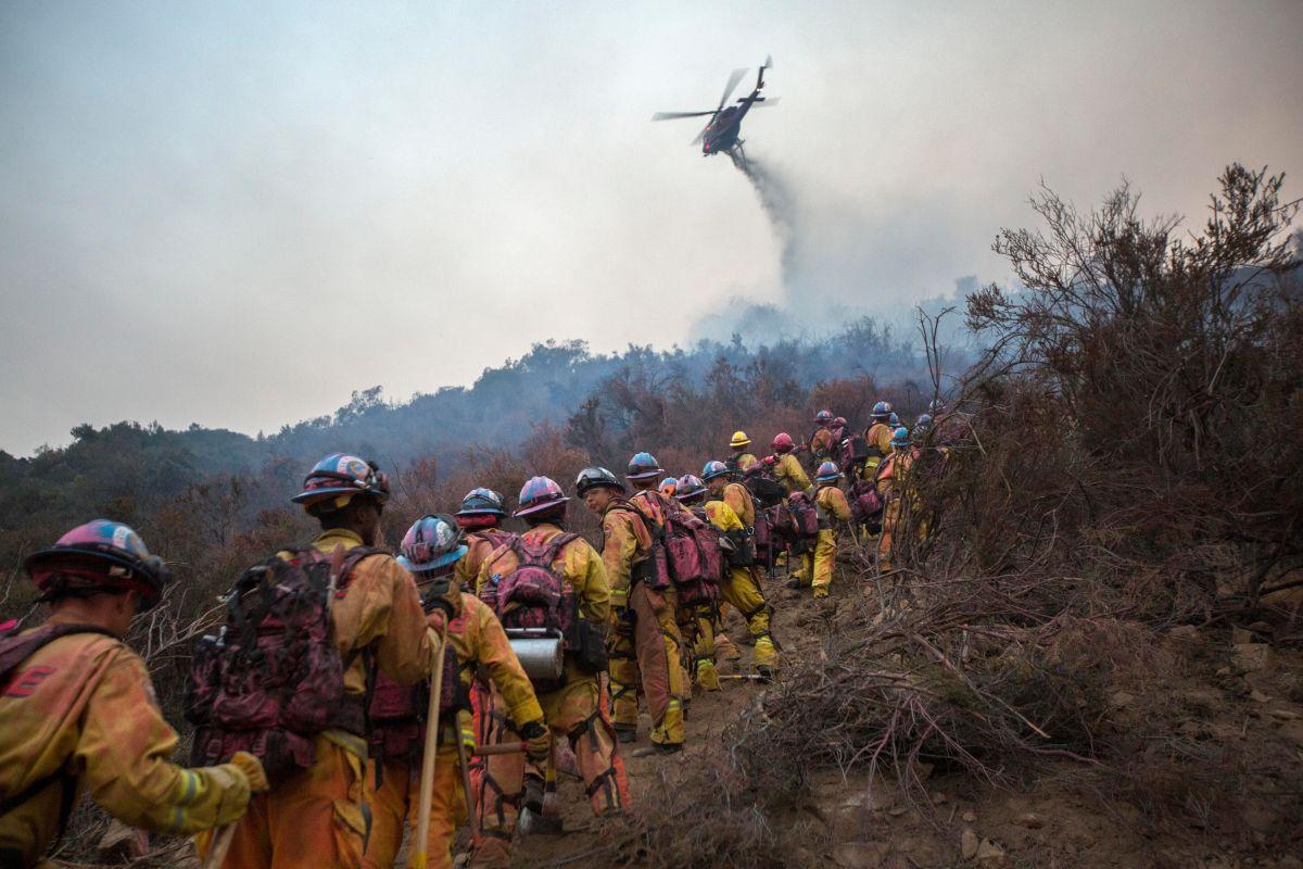 Bomberos avanzan contra peligroso incendio en California