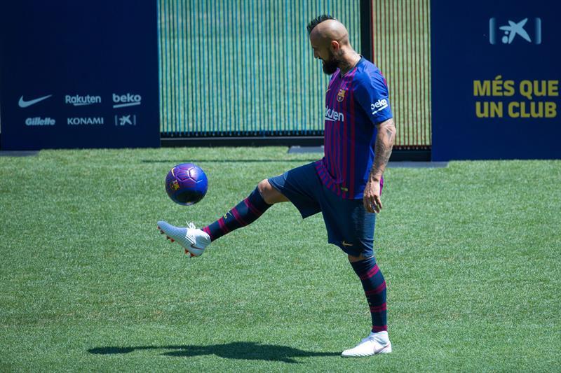 Arturo Vidal jugará a lado de Lionel Messi con el Barcelona