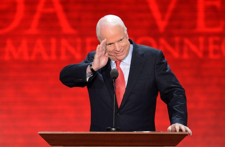 Trump renueva su ataque contra el fallecido senador John McCain