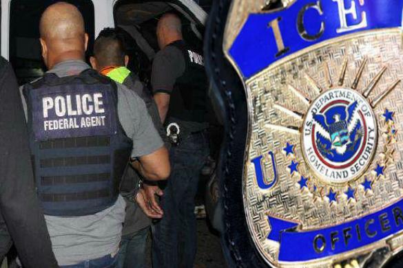 """3 claves del aumento del 200% de arrestos de inmigrantes """"sin record criminal"""" por parte de ICE"""