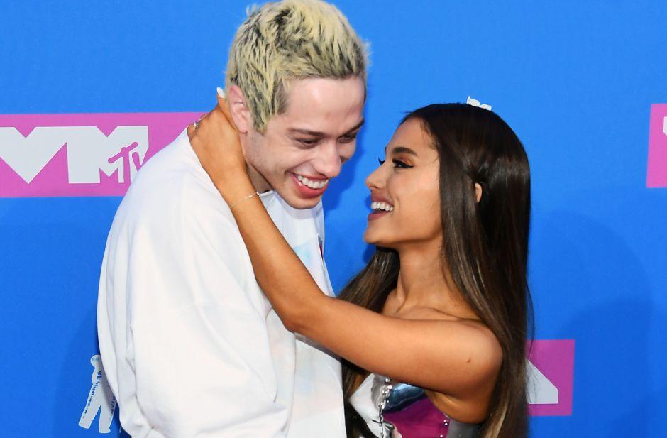 Se desatan rumores de que Ariana Grande y Pete Davidson ya se casaron