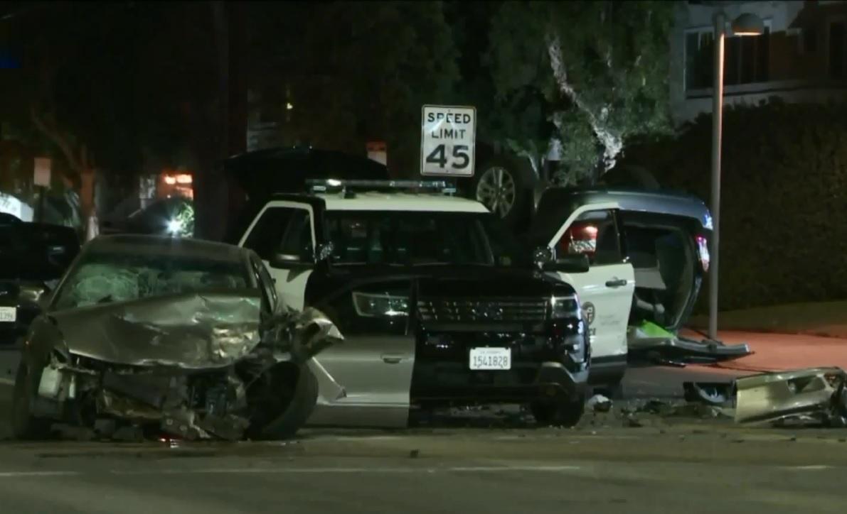Nueve heridos en choque de varios vehículos, incluyendo uno de LAPD, en lago Balboa