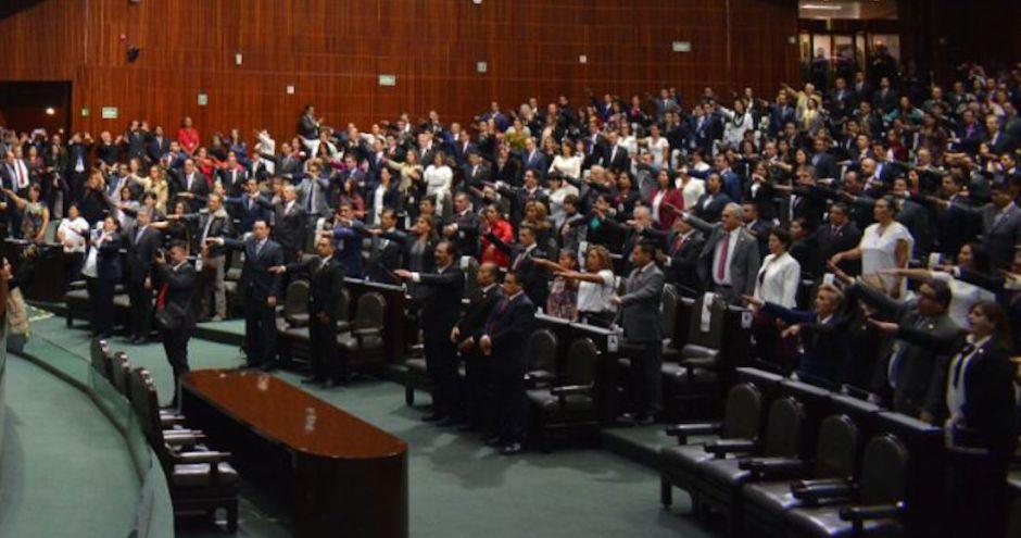 VIDEO: La Cámara de Diputados de México inicia con el pase de lista a los 43