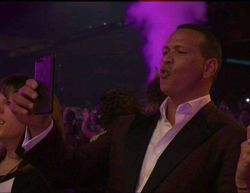 Video: Alex Rodríguez se babea por Jennifer López en los MTV VMAs