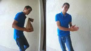Un ladrón roba un paquete y se arrepiente dejando una nota sorprendente