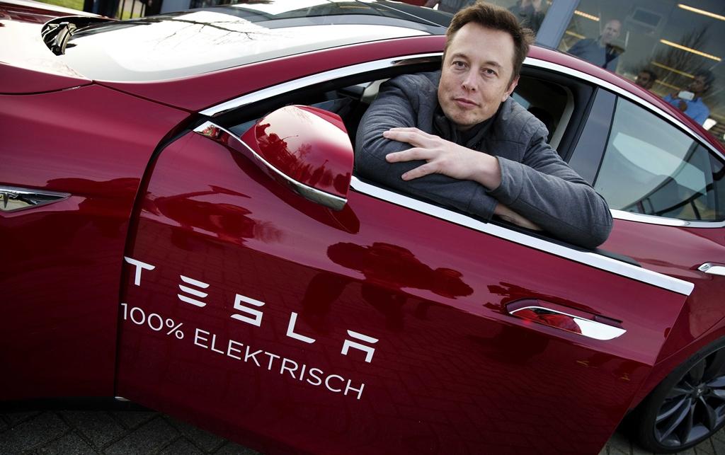 Elon Musk cortejó a famosa actriz americana con lujoso Tesla