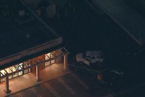 Hombre encontrado muerto en estacionamiento de centro comercial de Hawthorne