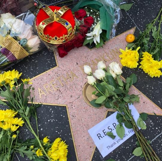 Los fans honran a Aretha Franklin en su estrella del Paseo de la Fama