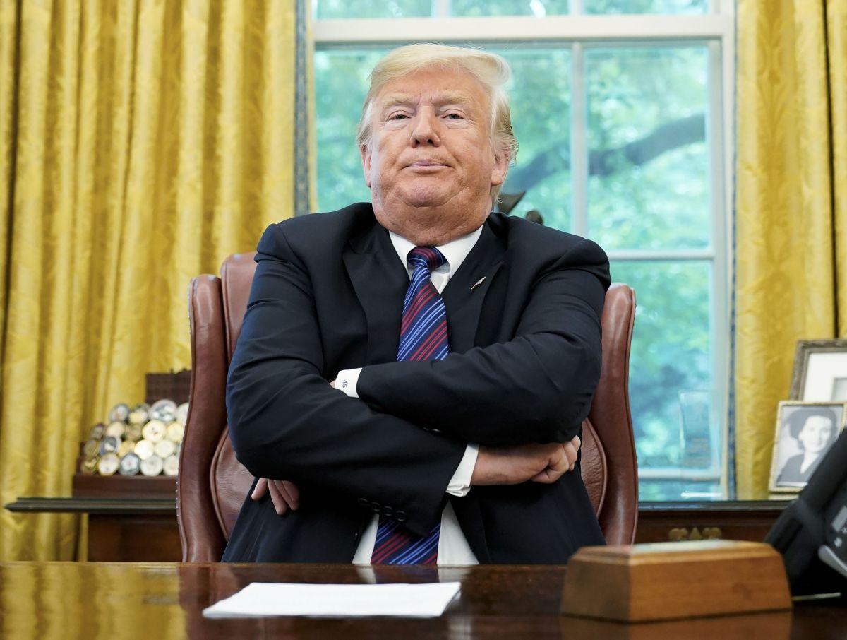 Memes de esta foto de Trump en la Casa Blanca sigue enloqueciendo las redes