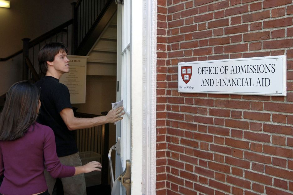 Sessions dice que Harvard discrimina a estudiantes  asiáticos