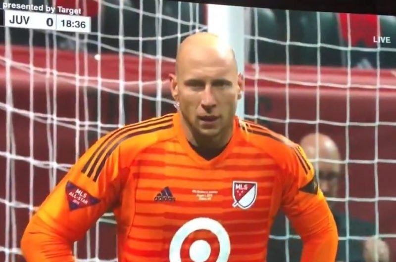 Brad Guzan, reporteando y jugando al mismo tiempo en el MLS All Star.