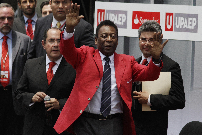 Actualmente Pelé vive en Brasil, donde se ha sometido a varias operaciones