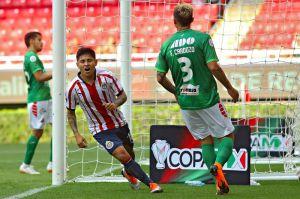 La 'Chofis' López salva a Chivas en la Copa MX