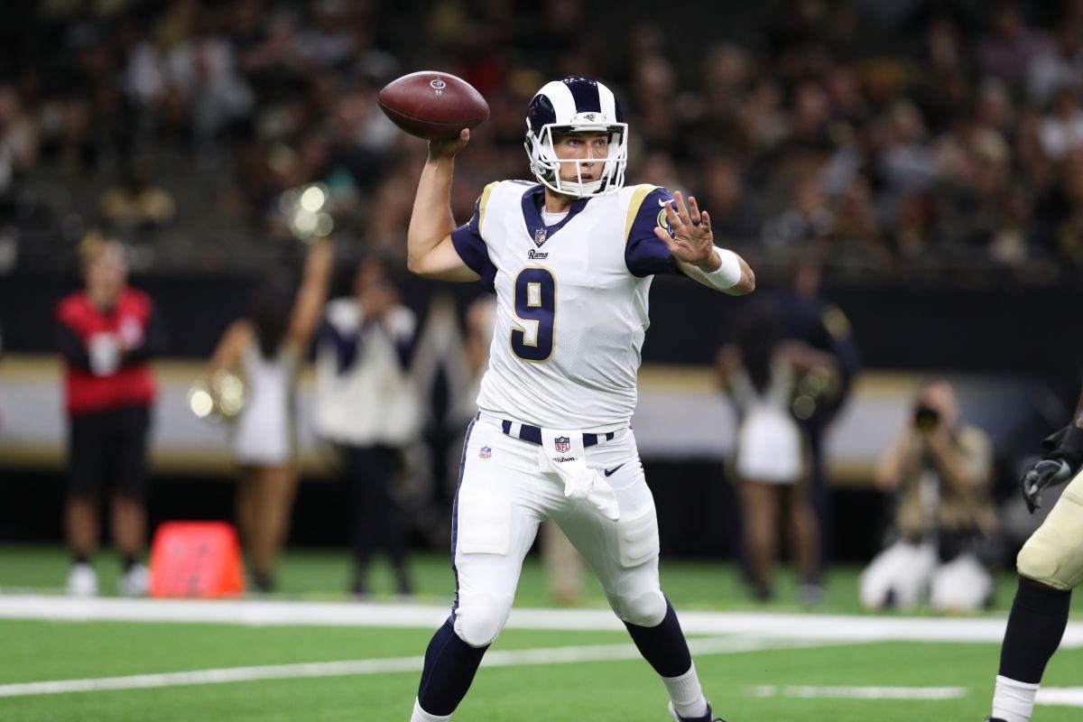 El mexicano Luis Pérez tuvo su esperado debut como quarterback de los Rams