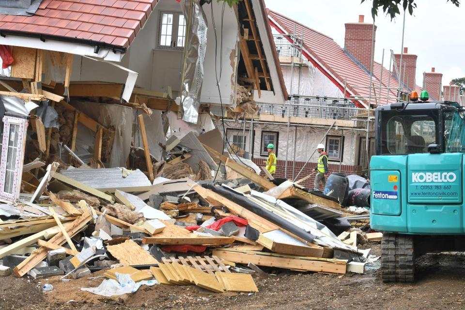 Un constructor destroza casas enteras luego de no recibir pago por una reparación