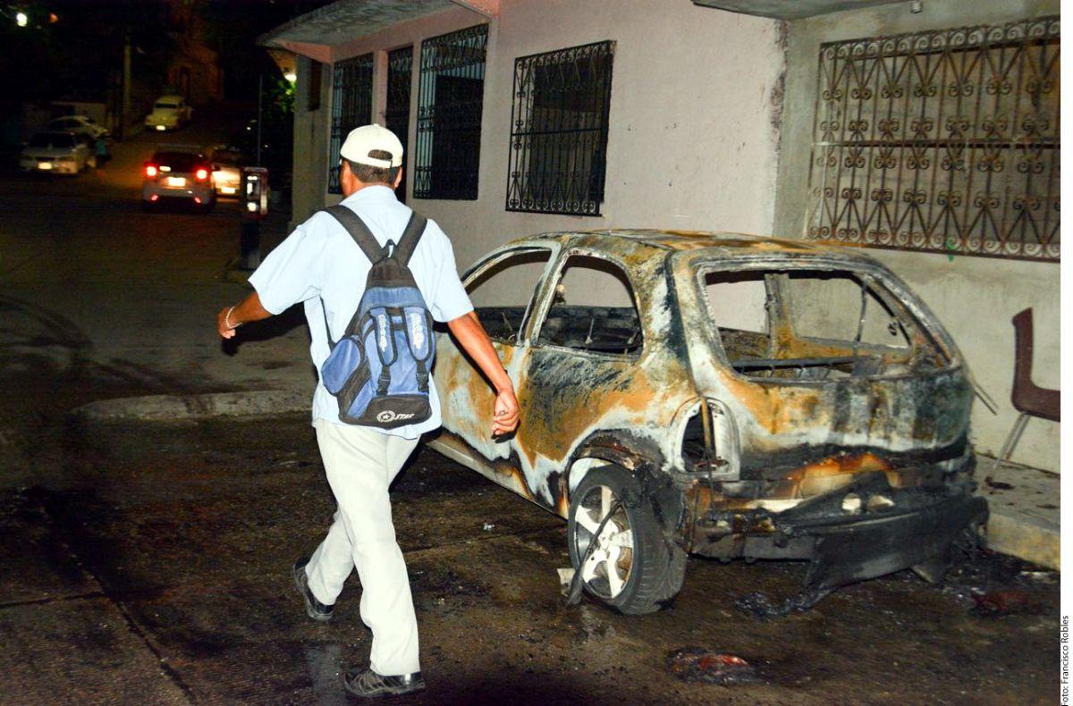 Balacera entre grupos criminales en Acapulco provocó incendio de autos