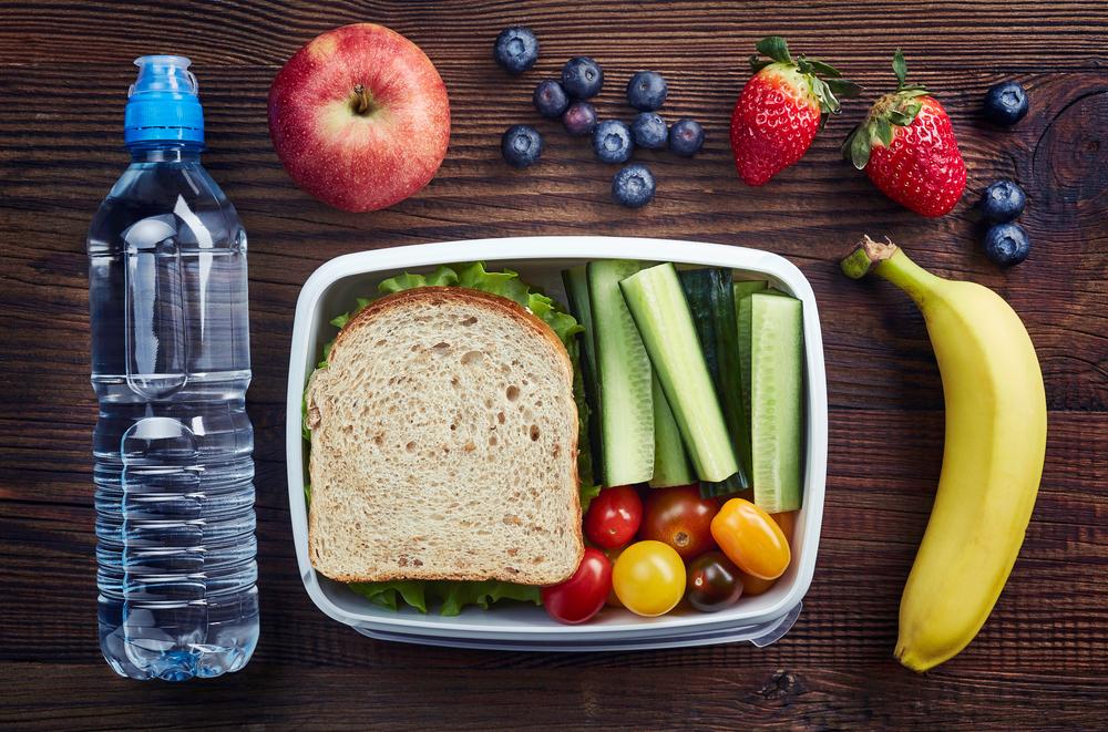 Una merienda es una comida pequeña que tiene de 1 a 3 grupos de alimentos.