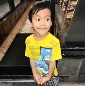 Niño se reencuentra con su familia tras aparecer solo en tienda de donuts de Torrance