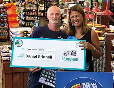 """Un cajero automático roto """"causó"""" que este hombre gane $3 millones en la lotería"""