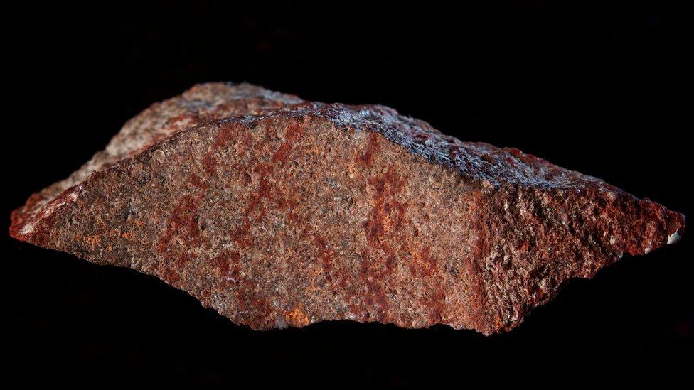 """Descubren el dibujo """"más antiguo"""" de la historia en una cueva de Sudáfrica"""