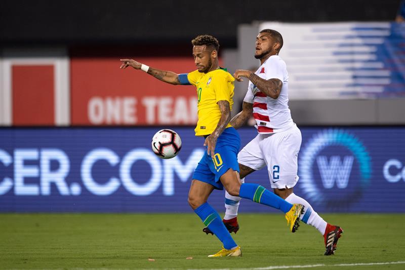 Brasil exhibe a Estados Unidos y lo derrota 2-0 en New Jersey