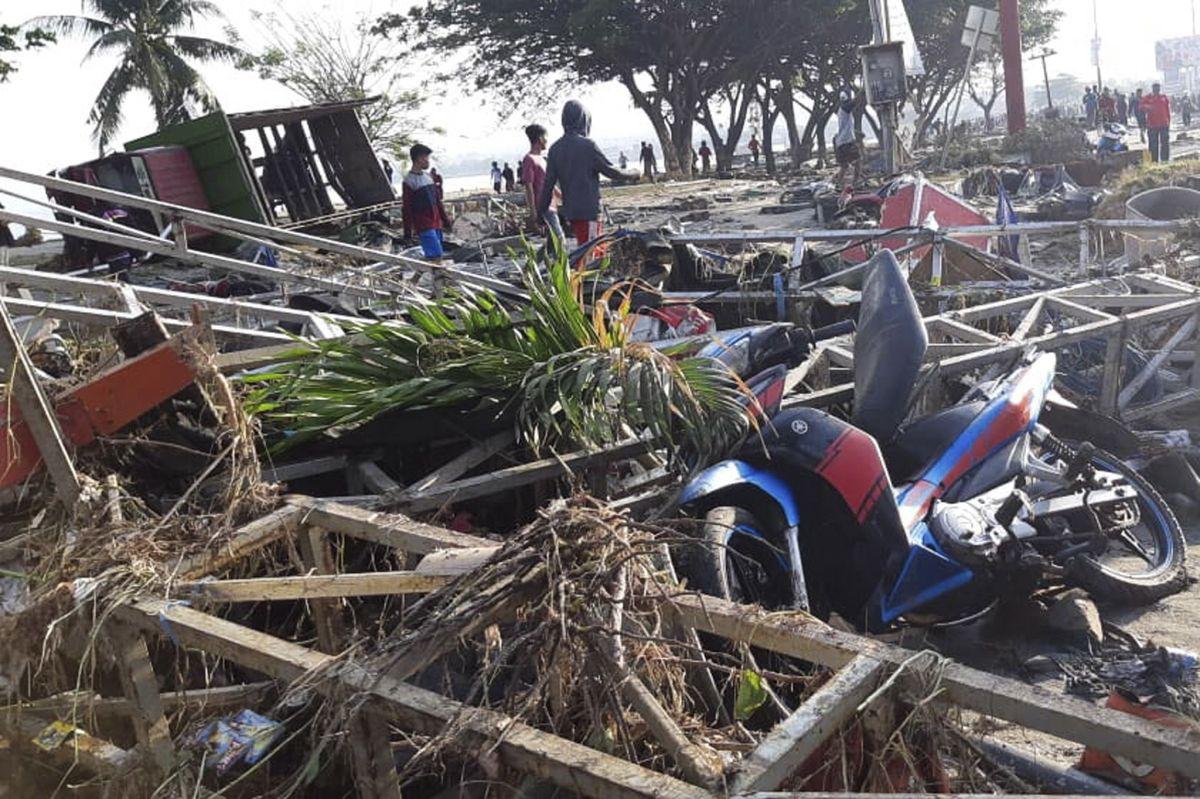 Al menos 48 muertos y 356 heridos por terremoto y tsunami en Indonesia