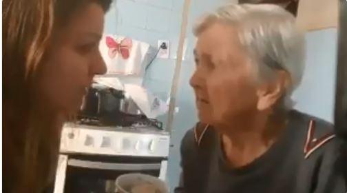 Video: Anciana con Alzheimer hace lo impensable con su hija y conmueve a Internet