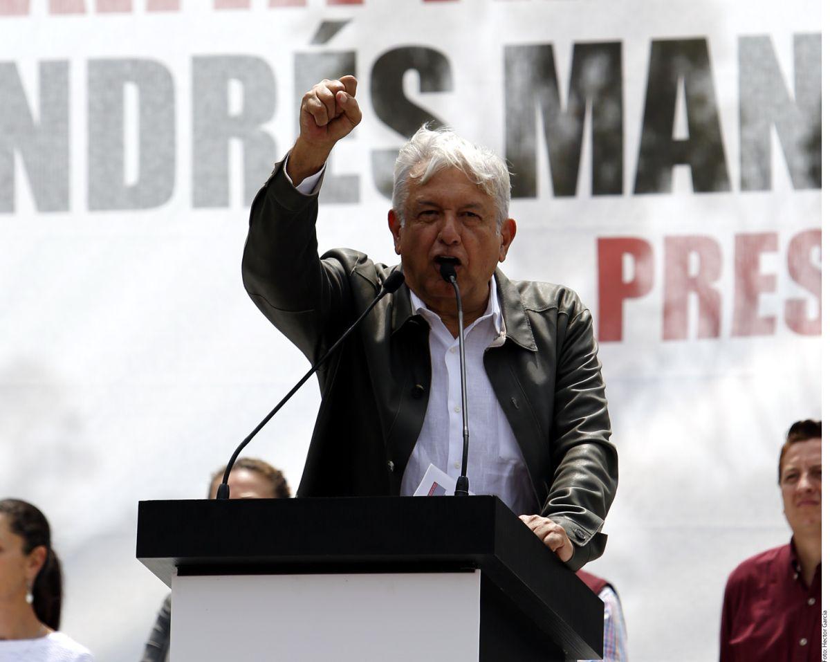 """López Obrador dijo que el ejército """"nunca más reprimirá al pueblo"""", recuerda la matanza de Tlatelolco"""