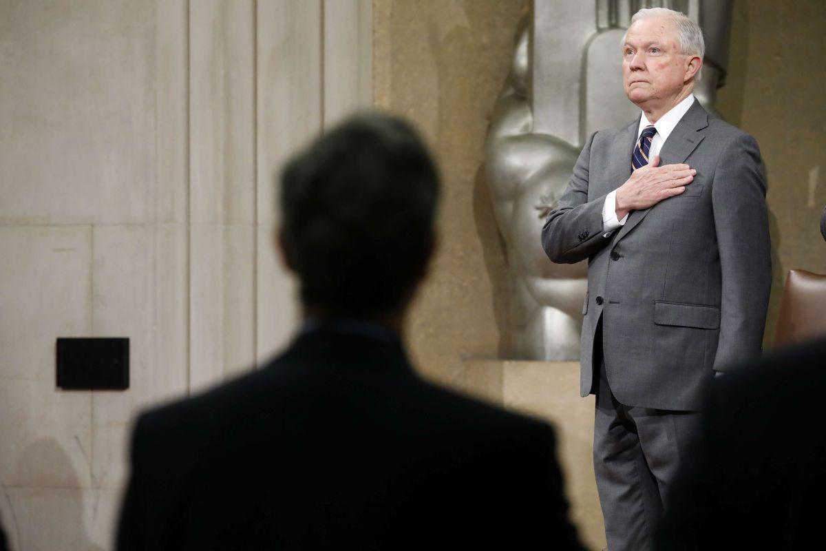 Jeff Sessions otorga nuevas armas a jueces para facilitar deportaciones
