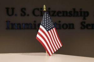 ¿Si residente permanente tiene antecedentes penales, puede viajar fuera de EEUU?