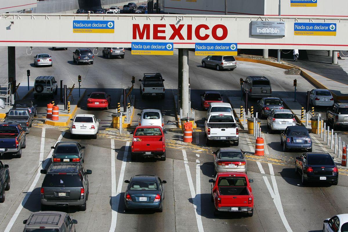 ¿Se puede cruzar la frontera entre Mexico y EEUU con un vehículo financiado?