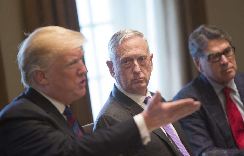 "Dos hombres clave en Gabinete de Trump califican al presidente de ""infantil"" e ""idiota"""