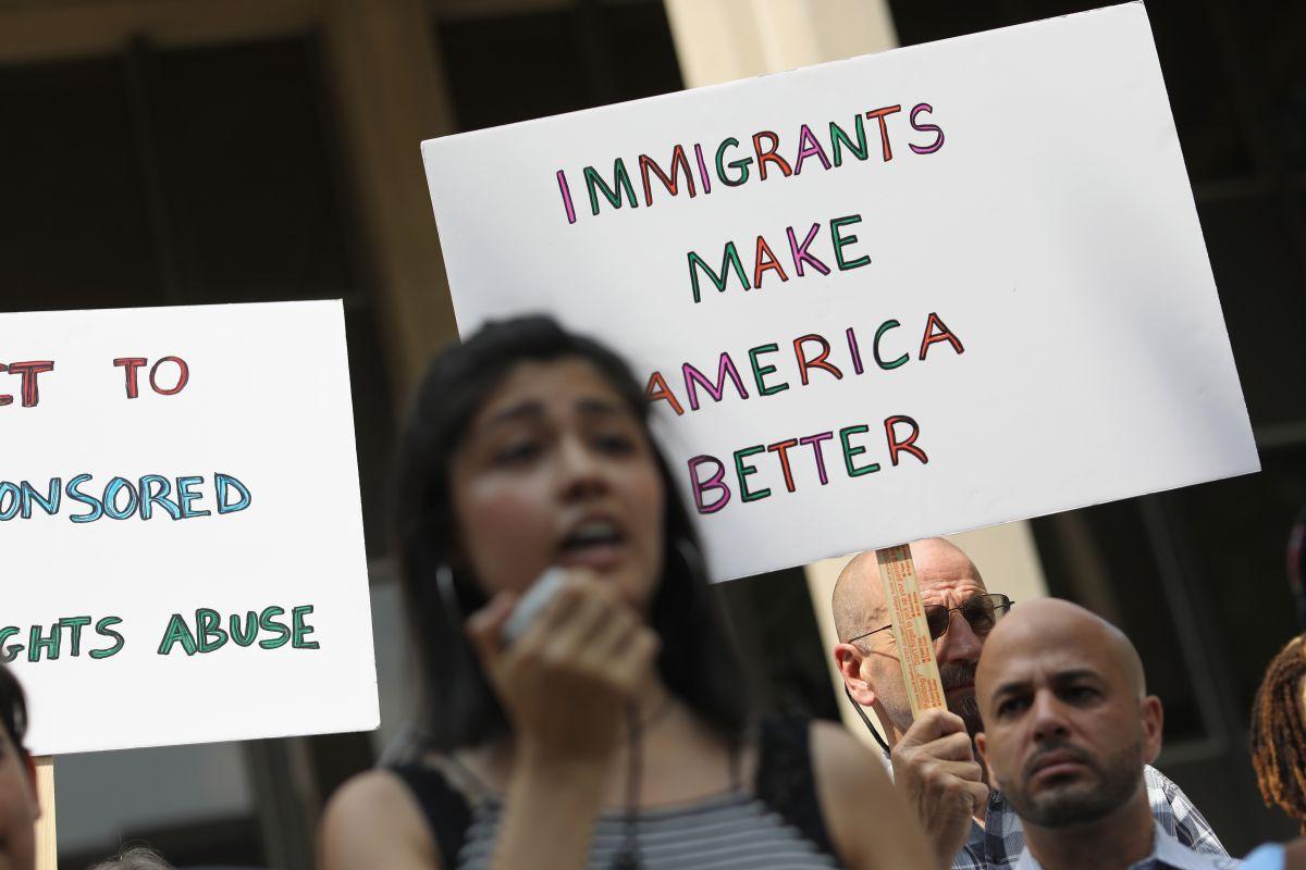 Ciudades que dan bienvenida a inmigrantes registran más logros económicos