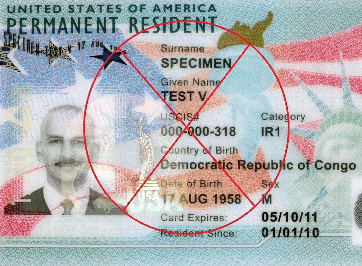 """Un inmigrante puede perder su """"green card"""" si comete delitos."""
