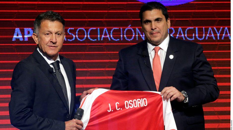 Juan Carlos Osorio provoca indignación en Paraguay