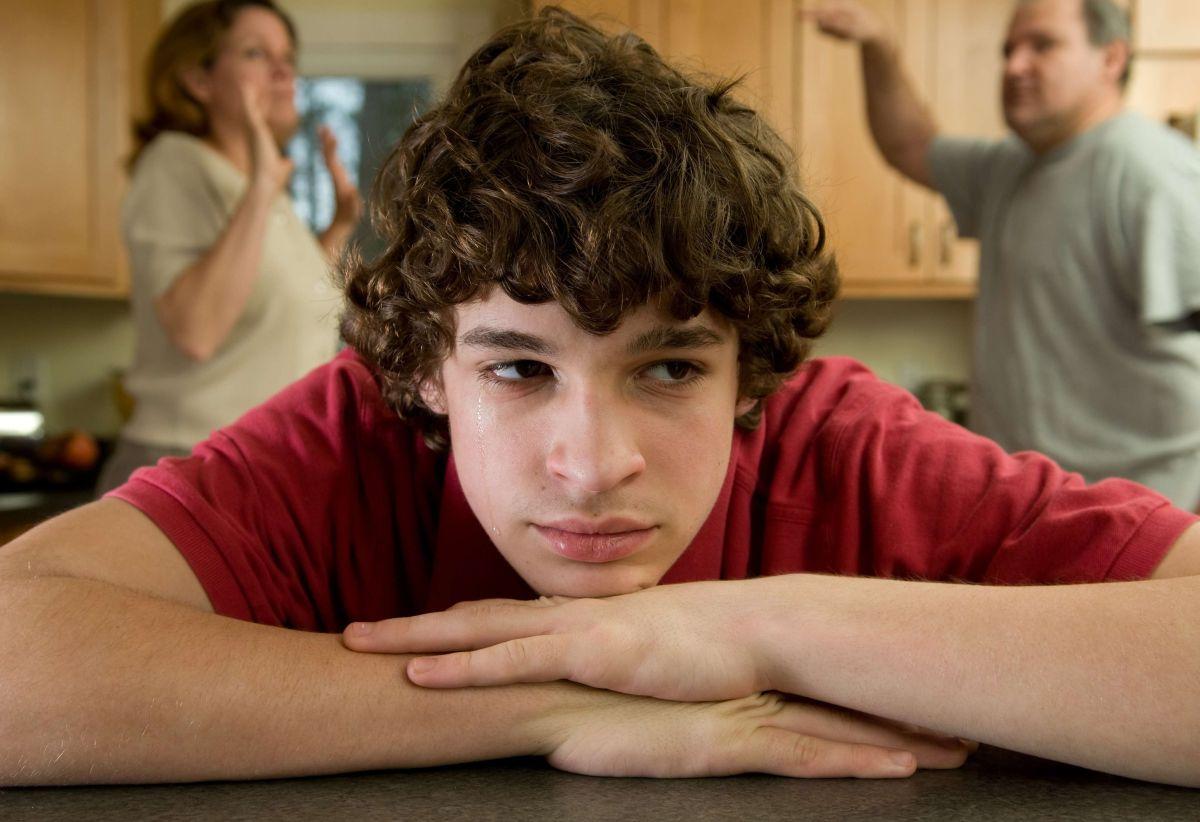 Es importante que los padres estén pendientes de los cambios en los adolescentes.