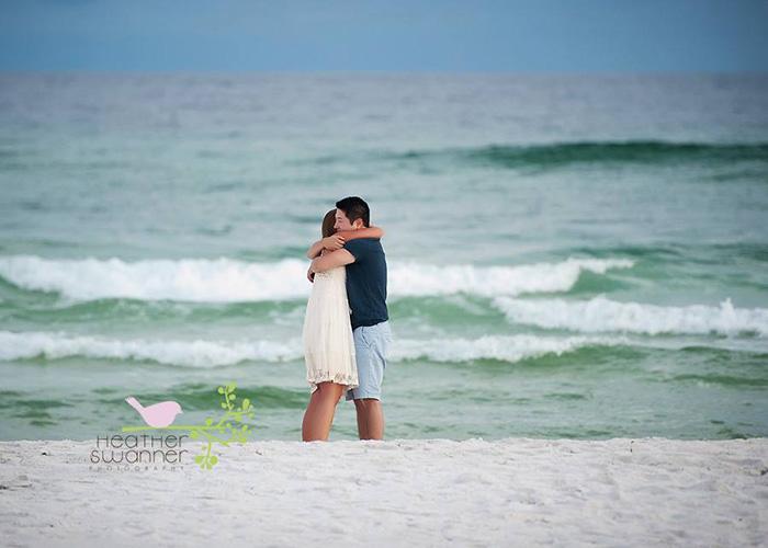 Misteriosa pareja se promete y sus fotos se hacen virales en Facebook.