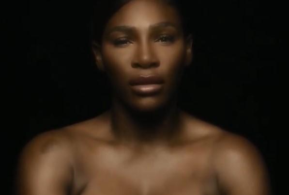 Serena Williams 'se toca' en video y promueve el autoexamen de senos
