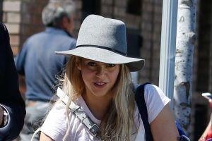 Shakira muestra cómo quema calorías bajo la fiebre de los ultraceñidos leggins al estilo de Jennifer López