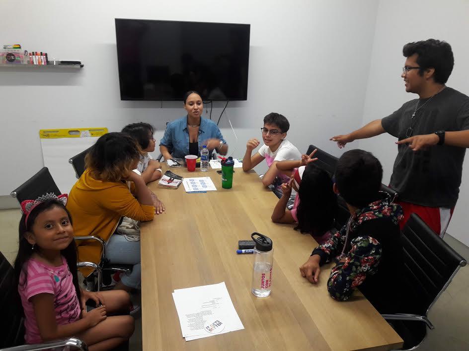 La organización LEA ofrece talleres y grupos de apoyo a niños y adolescentes.