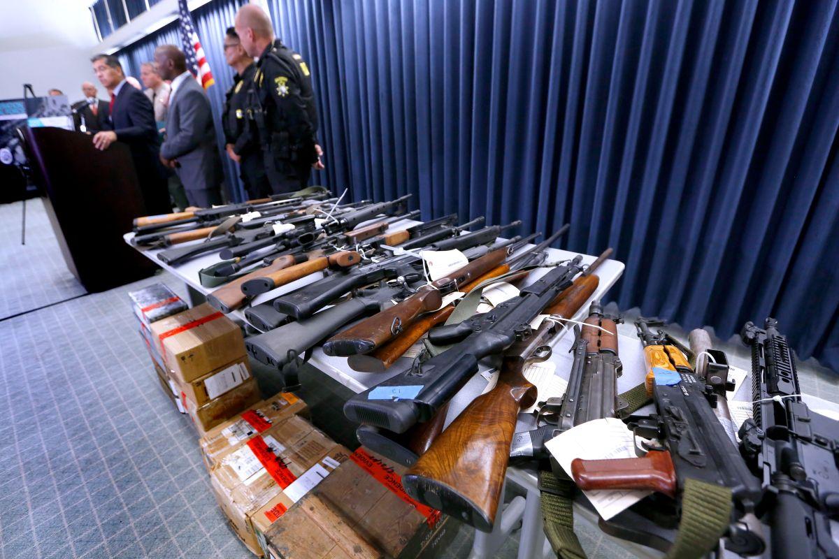 Arrestan a agente de CBP por vender armas ilegalmente en Los Ángeles