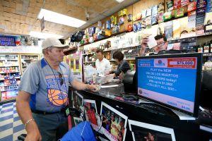 El ganador de $21,6 millones de la lotería se fue al día siguiente a cobrarlos