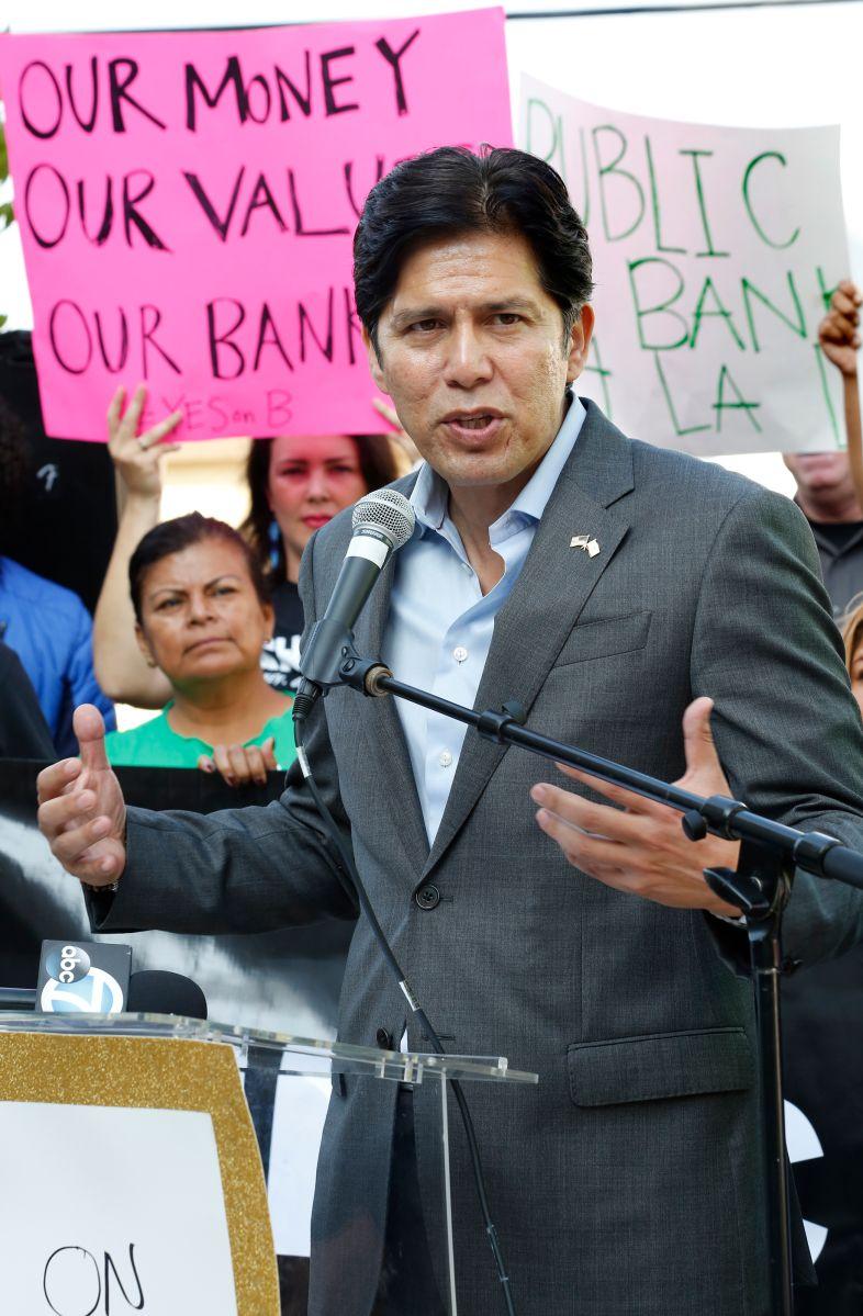 Avanza el proceso de recaudación de firmas para destituir al concejal Kevin de León. / foto: Aurelia Ventura.