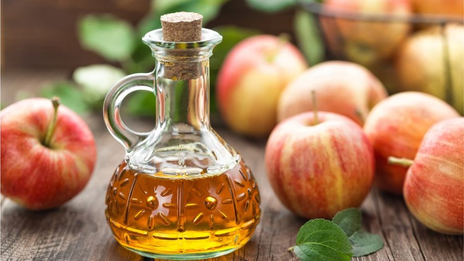 Es el momento de usar el vinagre de manzana para reavivar tu cabello